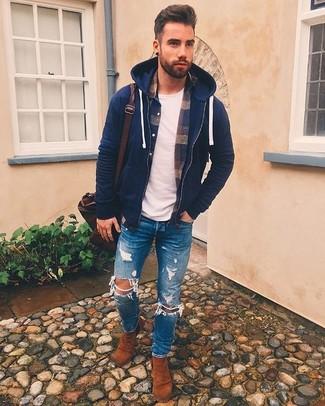 Как и с чем носить: темно-синий худи, темно-синяя фланелевая рубашка с длинным рукавом в шотландскую клетку, белая футболка с круглым вырезом, синие рваные зауженные джинсы