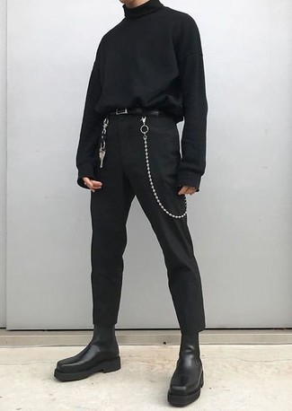 Как и с чем носить: черная водолазка, черные брюки чинос, черные кожаные ботинки челси, черный кожаный ремень