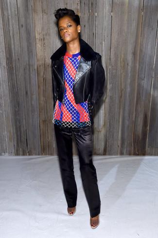 черная кожаная косуха красно темно синий свитер с круглым вырезом в вертикальную полоску черные сатиновые классические брюки large 29939