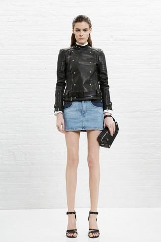 Как и с чем носить: черная кожаная косуха, голубая джинсовая мини-юбка, черные кожаные босоножки на каблуке, черный кожаный клатч