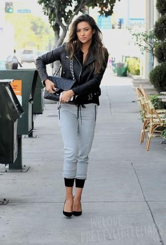 черная косуха серые спортивные штаны черные туфли черная сумка через плечо large 5547