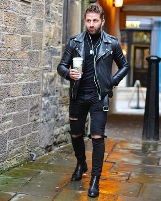 Как и с чем носить: черная кожаная косуха, черная водолазка, черные рваные зауженные джинсы, черные кожаные ботинки челси
