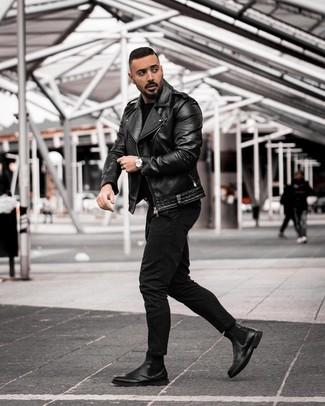 Как и с чем носить: черная кожаная косуха, черный свитер с круглым вырезом, черные джинсы, черные кожаные ботинки челси