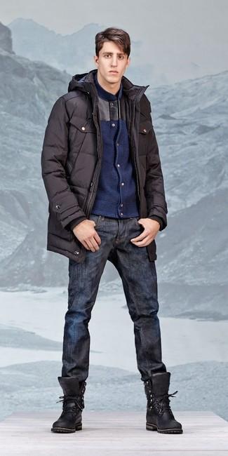 Как и с чем носить: черная парка, темно-синий шерстяной бомбер, темно-синие джинсы, черные кожаные рабочие ботинки