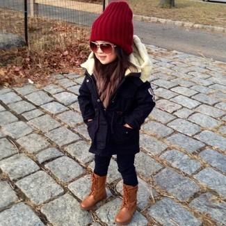 Как и с чем носить: черная парка, черные леггинсы, коричневые ботинки, красная шапка