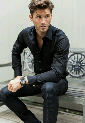Часы и рубаха с длинноватым рукавом