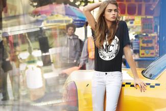 черная футболка с круглым вырезом с принтом белые джинсы скинни large 1139
