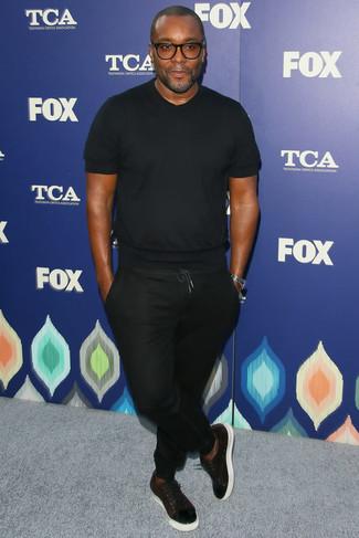 черная футболка с круглым вырезом черные спортивные штаны темно красные кожаные низкие кеды large 21959