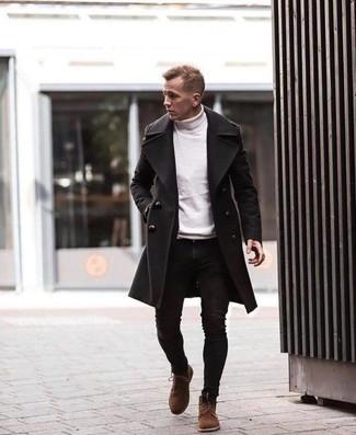 Белая водолазка: с чем носить и как сочетать мужчине: Белая водолазка и черные зауженные джинсы — обязательные элементы современного мужского гардероба. Хочешь привнести сюда нотку классики? Тогда в качестве дополнения к этому образу, выбирай коричневые замшевые повседневные ботинки.