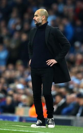 черное длинное пальто темно синяя водолазка черные джинсы large 26202