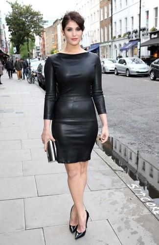 черное кожаное облегающее платье черные кожаные туфли черный клатч large 32270