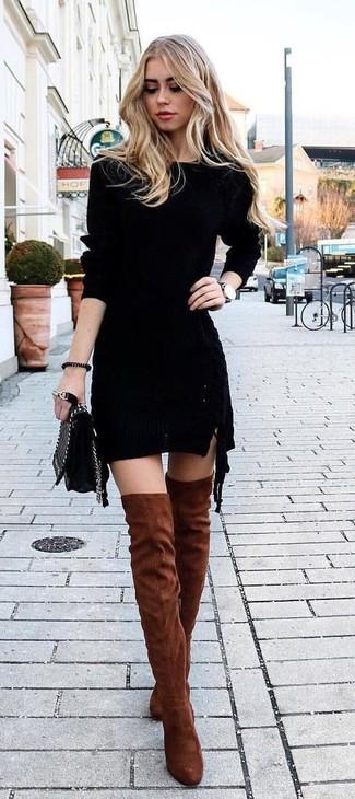 Как и с чем носить: черное вязаное облегающее платье, табачные замшевые ботфорты, черная кожаная стеганая сумка через плечо, черные кожаные часы