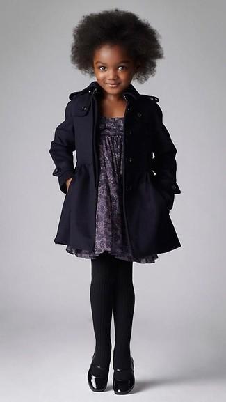 Как и с чем носить: черное пальто, серое платье с принтом, черные балетки, черные колготки