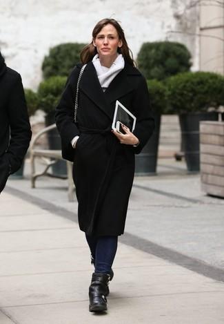 черное пальто темно синие джинсы черные ботильоны серый шарф large 1442