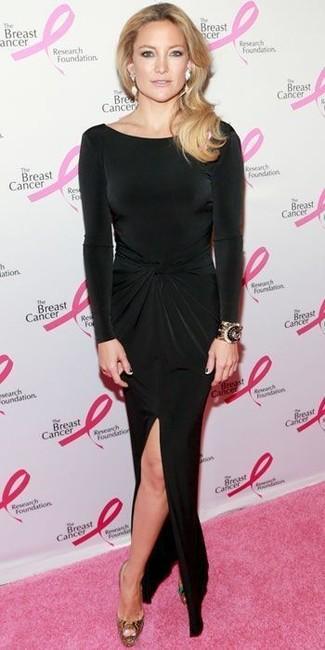 26072b3c6e2af3d ... Как Kate Hudson носит Черное платье-макси с разрезом, Золотые бархатные  туфли, Черно