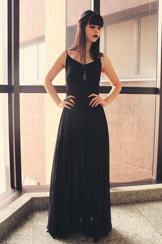 Look con vestido negro largo