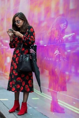 С чем носить черные колготки: Сочетание черного платья-миди с цветочным принтом и черных колготок пользуется особой популярностью среди ценительниц удобной одежды. Красные замшевые ботильоны — беспроигрышный выбор, чтобы дополнить ансамбль.