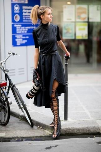 Как и с чем носить: черное платье-рубашка, черные кожаные высокие гладиаторы, черные кожаные перчатки