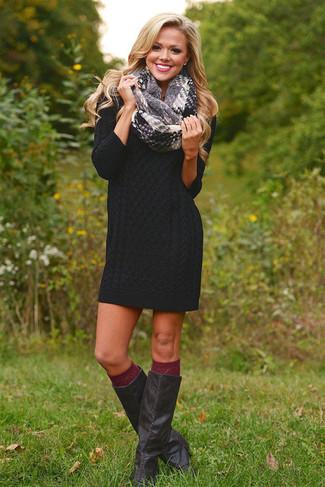 Как и с чем носить: черное платье-свитер, черные кожаные сапоги, темно-красные носки до колена, серый шарф в шотландскую клетку