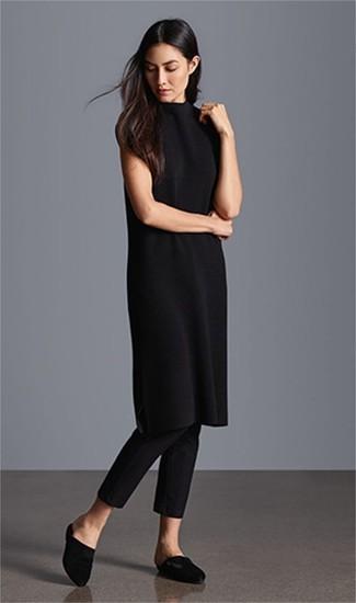 Как и с чем носить: черное платье-свитер, черные узкие брюки, черные сатиновые сабо
