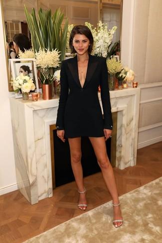 Как и с чем носить: черное платье-смокинг, прозрачные кожаные босоножки на каблуке с украшением