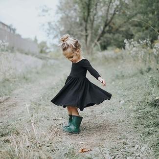 Как и с чем носить: черное платье, темно-зеленые резиновые сапоги