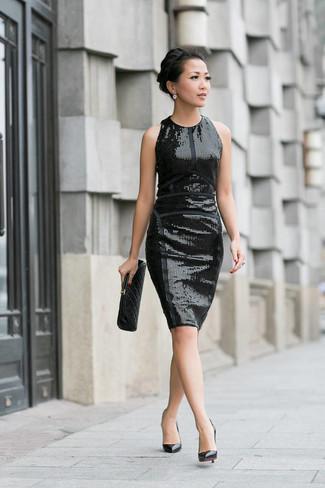 Как и с чем носить: черное платье-футляр с пайетками, черные кожаные туфли, черный кожаный стеганый клатч