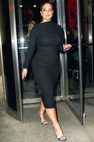 Как и с чем носить: черное шерстяное облегающее платье, черные сатиновые босоножки на каблуке с украшением, серебряные серьги