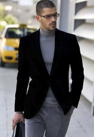 Модный лук: черный бархатный пиджак, серая водолазка, серые шерстяные классические брюки