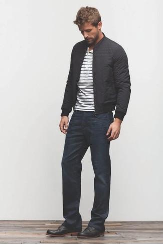 Как и с чем носить: черный бомбер, бело-темно-синяя футболка на пуговицах в горизонтальную полоску, темно-синие джинсы, черные кожаные ботинки дезерты