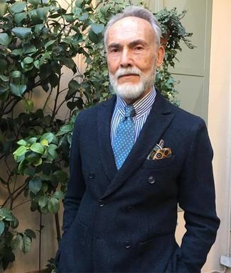 Как и с чем носить: черный двубортный пиджак, бело-синяя классическая рубашка в вертикальную полоску, синий галстук в горошек, желтый нагрудный платок с принтом