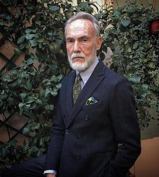Как и с чем носить: черный двубортный пиджак, голубая классическая рубашка, оливковый галстук с принтом, разноцветный нагрудный платок в шотландскую клетку
