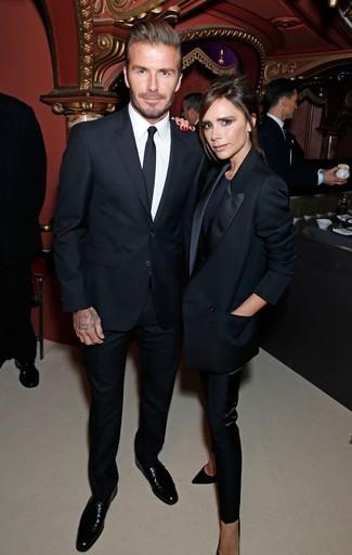Как David Beckham носит Черный костюм, Белая классическая рубашка, Черные кожаные туфли дерби, Черный галстук