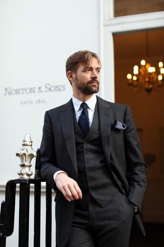 Как и с чем носить: черный костюм-тройка в вертикальную полоску, белая классическая рубашка, темно-синий галстук, черно-белый нагрудный платок в горошек
