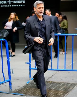 Как и с чем носить: черный костюм, черная классическая рубашка, черные кожаные оксфорды, черный кожаный ремень
