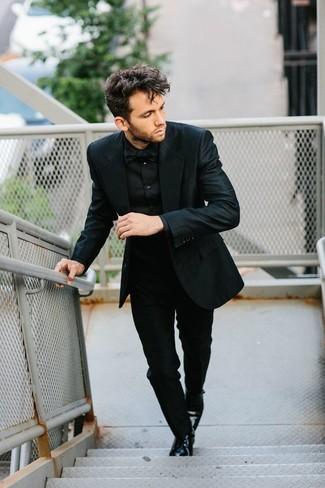 Как и с чем носить: черный костюм, черная классическая рубашка, черные кожаные туфли дерби, черный галстук-бабочка