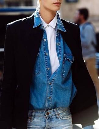 Как и с чем носить: черный пиджак, белая классическая рубашка, синяя джинсовая рубашка, синие джинсы