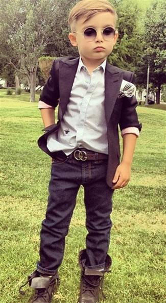 Как и с чем носить: черный пиджак, белая рубашка с длинным рукавом, темно-синие джинсы, темно-коричневые ботинки
