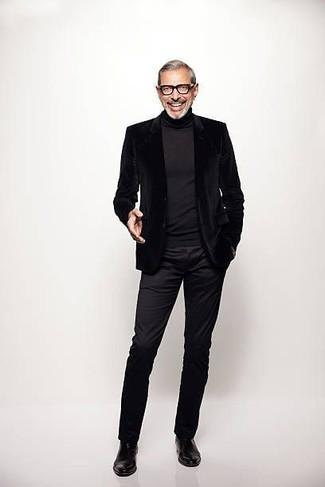 Как и с чем носить: черный бархатный пиджак, черная водолазка, черные брюки чинос, черные кожаные ботинки челси