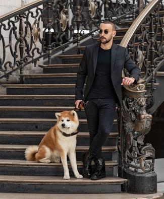 Как и с чем носить: черный пиджак, черная футболка с круглым вырезом, черные зауженные джинсы, черные кожаные повседневные ботинки