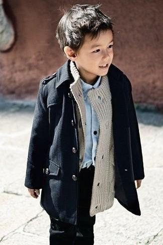 Модный лук: Черный плащ, Серый кардиган, Голубая рубашка с длинным рукавом, Черные джинсы