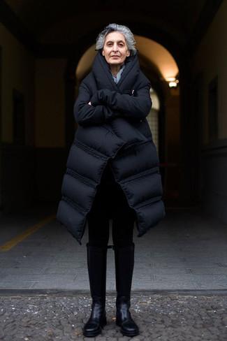 Как и с чем носить: черный пуховик, черные леггинсы, черные кожаные сапоги