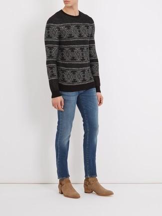 Как и с чем носить: черный свитер с круглым вырезом с жаккардовым узором, синие джинсы, светло-коричневые замшевые ковбойские сапоги