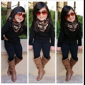 Как и с чем носить: черный свитер, черные леггинсы, коричневые ботинки