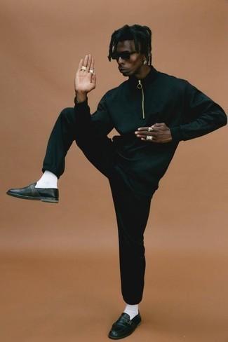 С чем носить черный спортивный костюм мужчине: Если в одежде ты ценишь удобство и функциональность, черный спортивный костюм — классный вариант для привлекательного повседневного мужского образа. Черные кожаные монки добавят образу немного консерватизма.