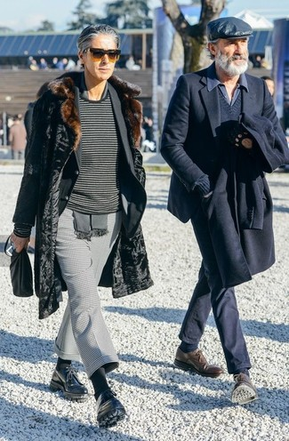 """Как и с чем носить: черная шуба, черный пиджак, темно-серый свитер с круглым вырезом в горизонтальную полоску, серые классические брюки с узором """"гусиные лапки"""""""
